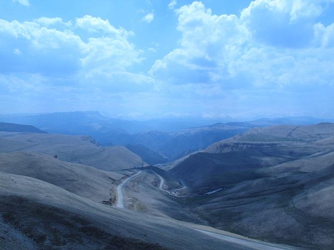 1. Дорога до турбазы, вид на Эльбрус